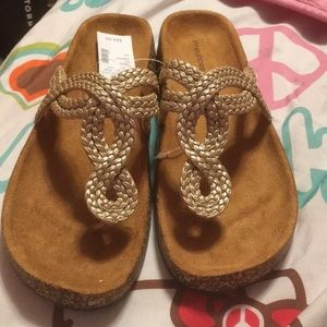 Maurice's size 12 (11) gold tone sandal